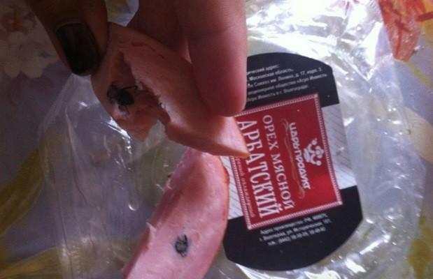 Волгоградка обнаружила жука в колбасе от «Царь-продукта»