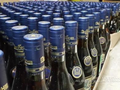 Гастарбайтеры на заброшенной птицефабрике произвели более полумиллиона контрафактного алкоголя
